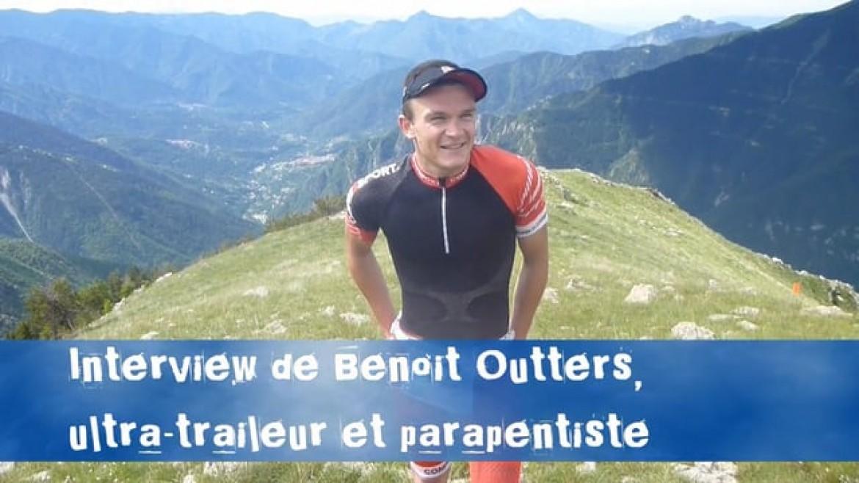 Benoit Outters, vainqueur d'un trail, redescend en parapente