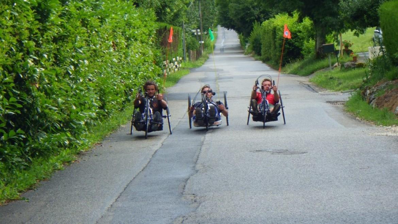 Traverser les Alpes en parapente et à vélo à main