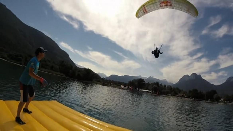 Le championnat du monde de parapente acrobatique, côté radeau