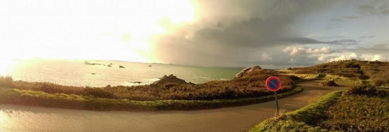«La Manche en l'air», longer la côte à pied et en parapente