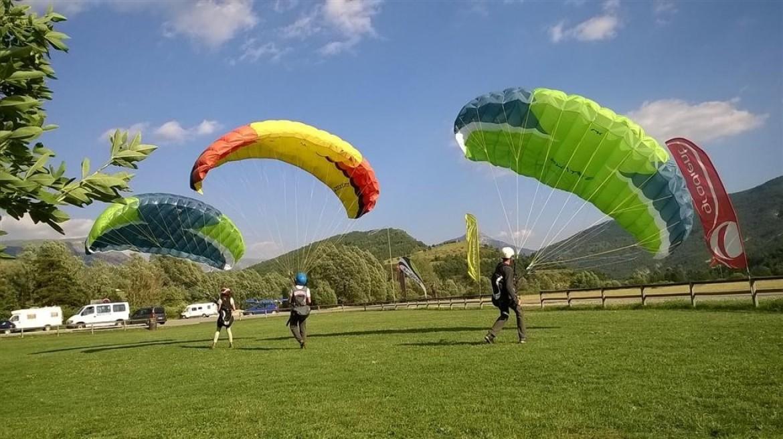 Stage initiation parapente spécial jeunes de 12 ans à 17 ans avec Aérogliss