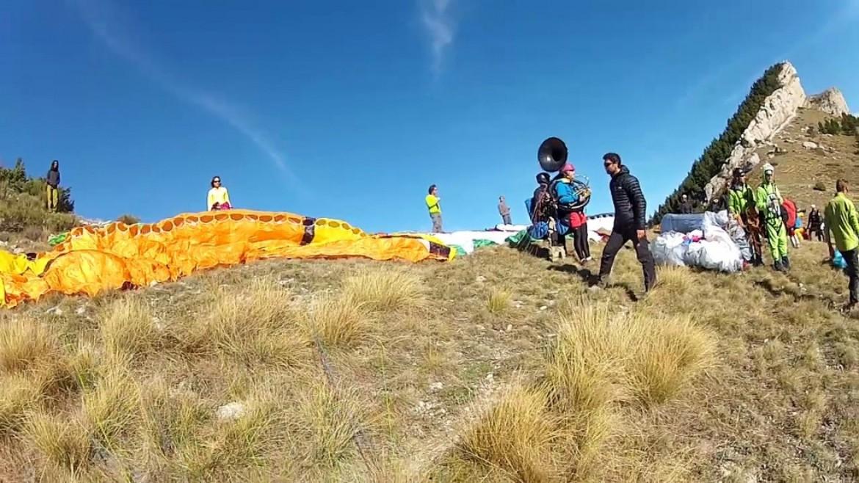 Une fanfare en vol bi avec l'école de parapente de Laragne (05)