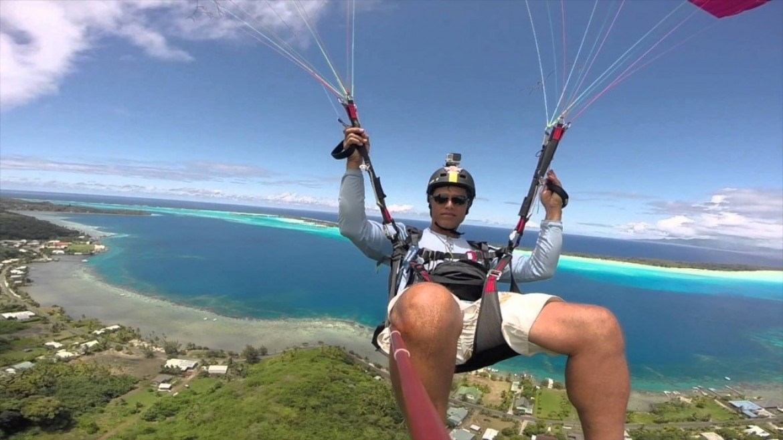 Vol sur le site parapente Autemanu à Bora Bora (Polynésie)