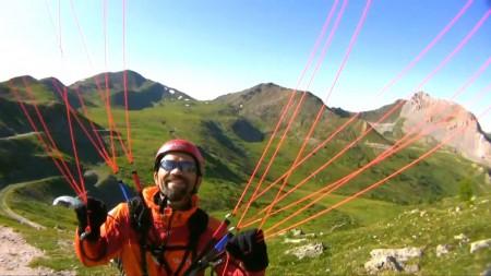 Voler avec une mini voile par vent soutenu