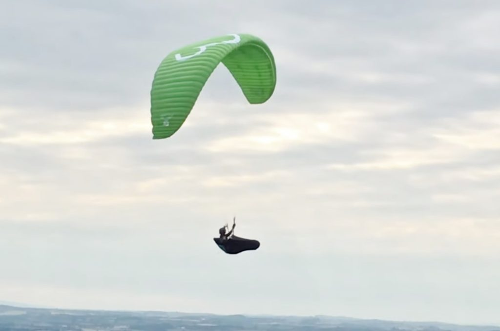 WOMEN'S PARAGLIDING - Your paragliding adventures make news