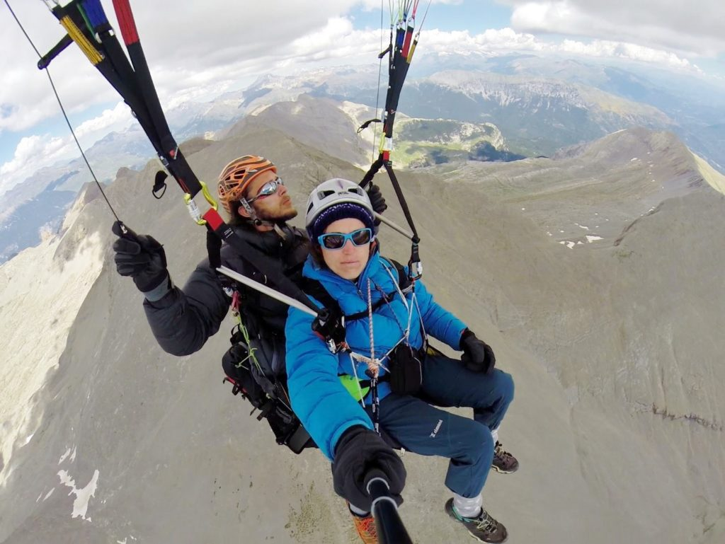 En l'air après avoir décollé du sommet de la Peña Montañesa. Direction Castejon de Sos.