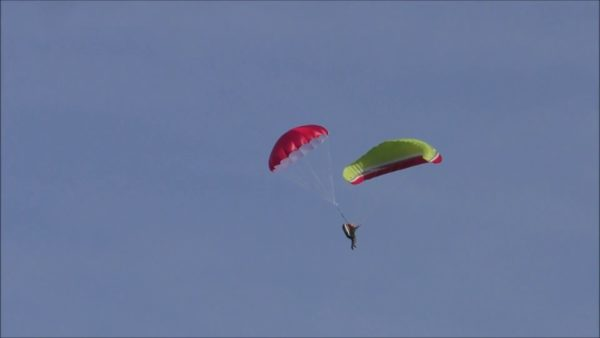 ouvrir son parachute de secours parapente