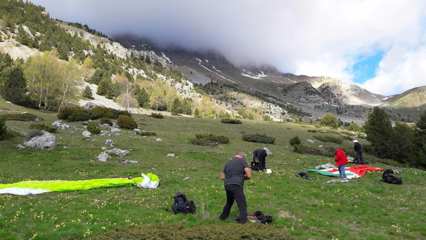 Existenciel école parapente en Hautes Pyrénées au décollage