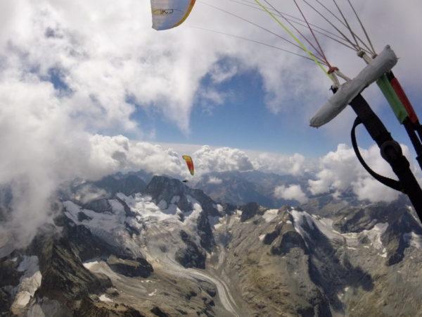 Au dessus des Ecrins / Photo Loic Lefevre