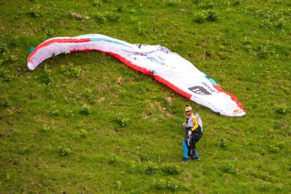 Chrigel Maurer était le premier dans les airs mais a dû faire face à des conditions difficiles © zoom / Sebastian Marko