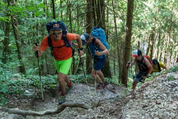 Les athlètes essaient de suivre Chrigel © zoom / Lukas Pilz