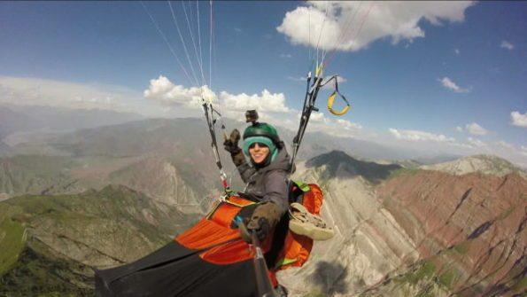 Christina Kolb au-dessus de la ville de Tavildara dans le Pamir