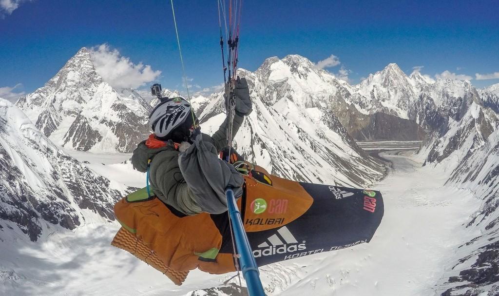Vidéo du vol d'Antoine Girard à plus de 8100 m au Pakistan