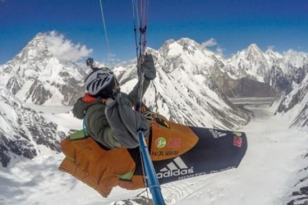 Vidéo du vol d'Antoine Girard à plusde 8100 m au Pakistan