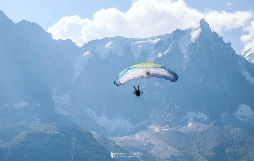 Titouan Merle, un jeune pilote acro qui rêve de vivre du parapente