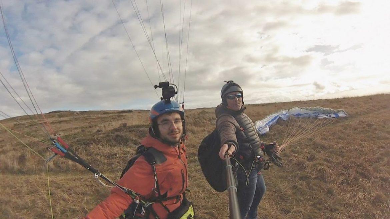 Jason, le pilote qui fait le tour de France à pied, est en Bretagne !