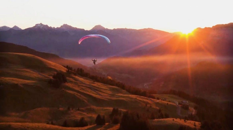 Laurie, athlète de la Red Bull X-Alps 2021, sait aussi voler cool