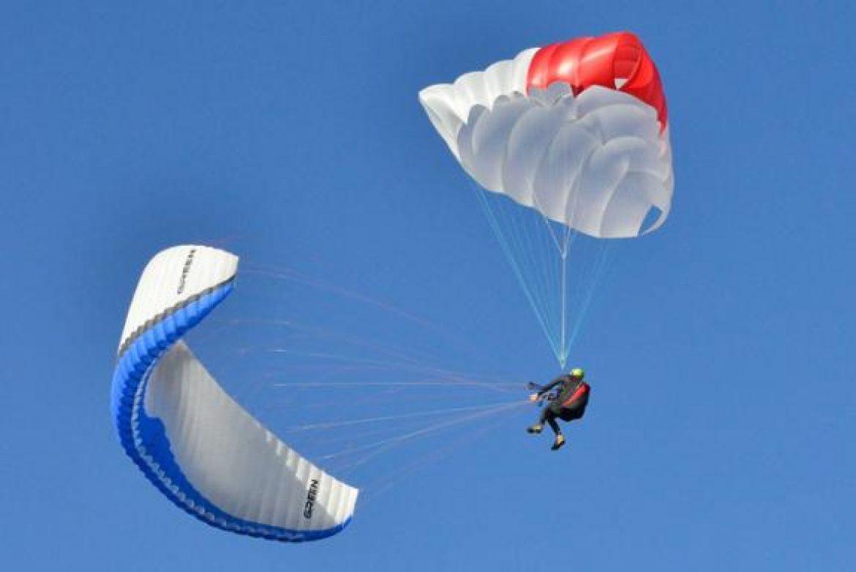 Comment se dirige horizontalement le parachute de secours X-Triangle ?