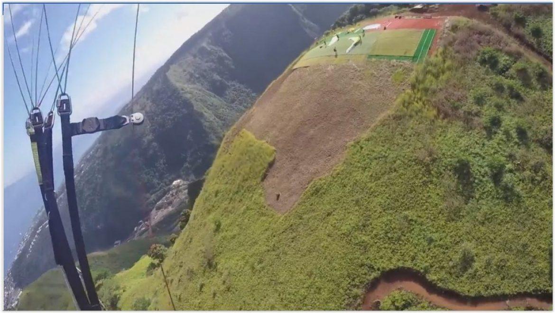 Delphine s'initie au parapente avec Air Evasion Tahiti