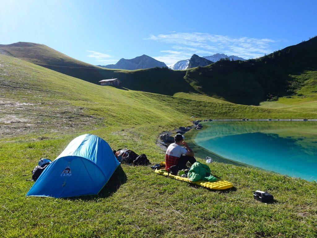 Fuir le Covid… Vol/bivouac au fil des lacs suisses et autrichiens