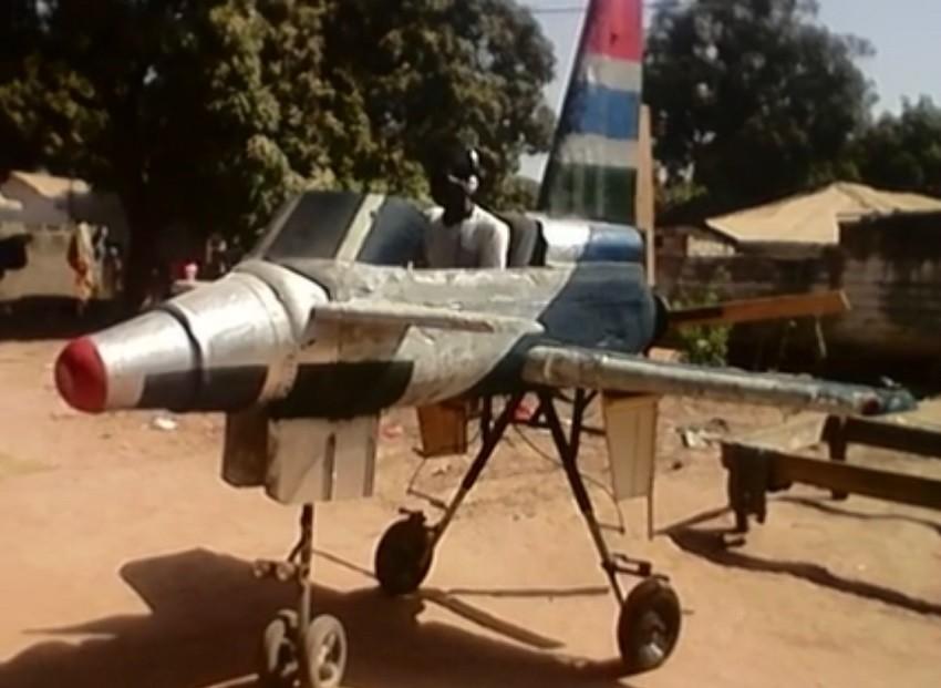 Premiers tests de l'avion du Gambien Algie Sanyang