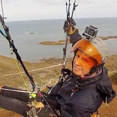Bruno Campin, un pilote à l'aise en mini-voiles dans le vent fort