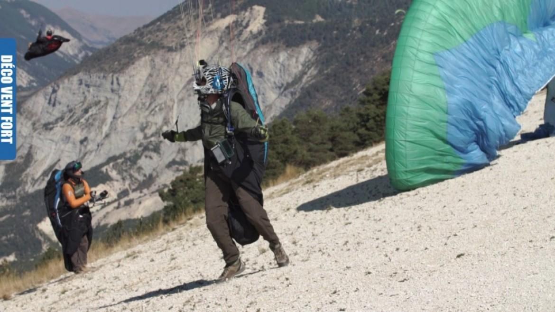 Conseils FFVL : le décollage / décollage par vent fort