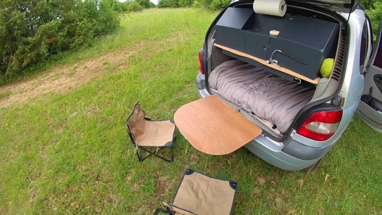 Dom, parapentiste, aménage son Scénic en mini camping-car !