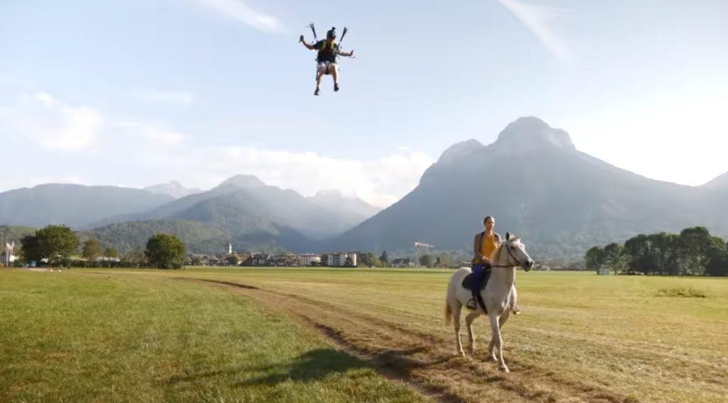 Atterrissage de précision : Eliot Nochez atterrit à cheval !