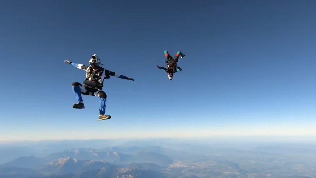 Record d'Europe de largage de parachutistes en hélicoptère (7000m)