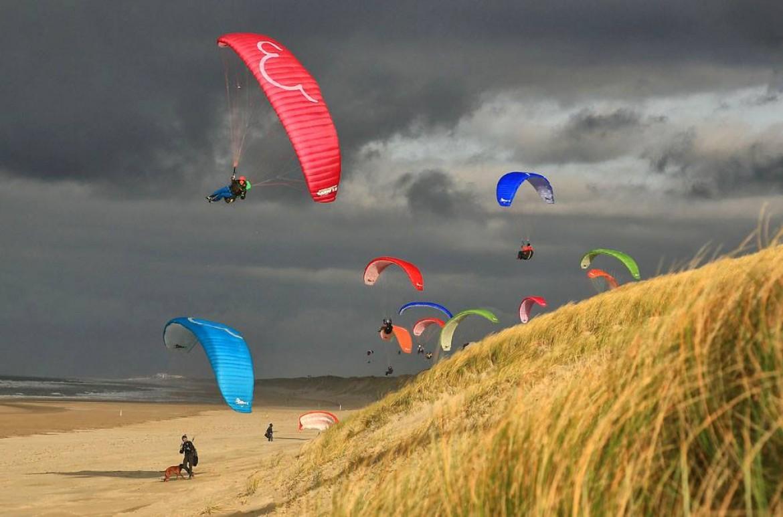 J'ai appris à voler dans le vent fort à Strand Wijk aan Zee (Hollande)