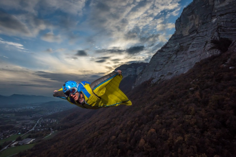 Guillaume Galvani en wingsuit shooté par Tristan Shu