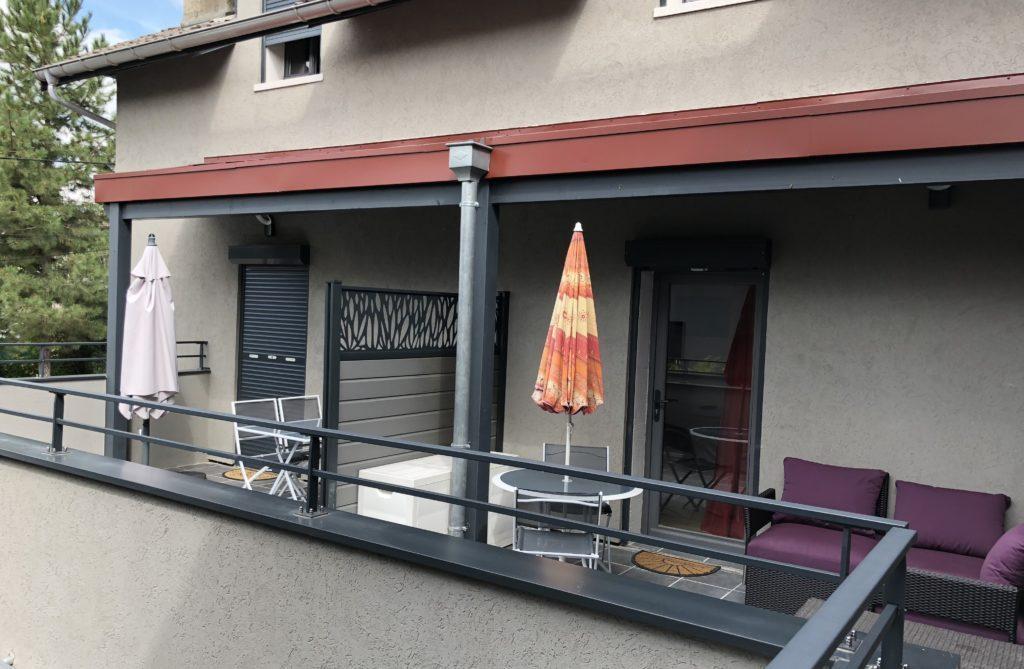 Voler en parapente à Annecy : hébergements spéciaux pour parapentistes