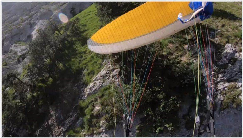 Volant près du relief, il percute la falaise après une fermeture