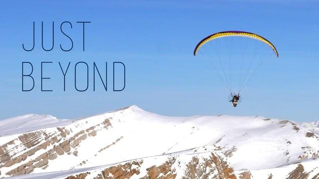 """""""Just beyond"""", les Pyrénées orientales en paramoteur"""
