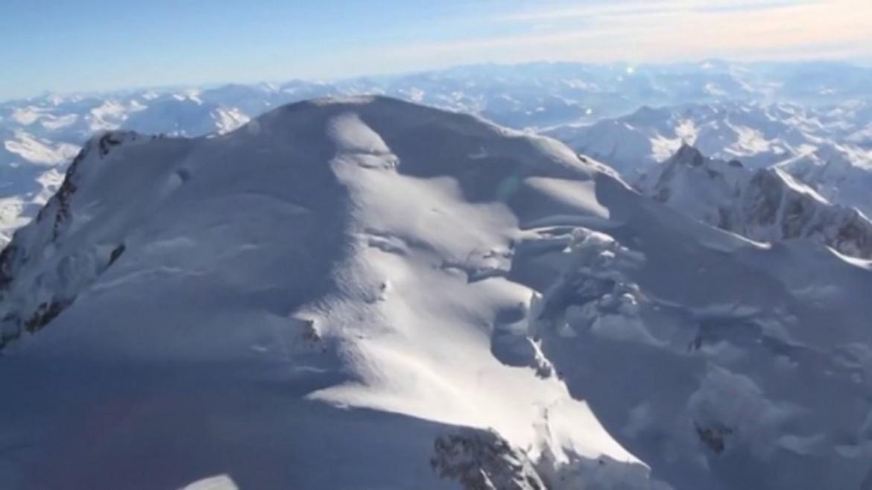 Le Mont Blanc en paramoteur, des images hivernales magiques