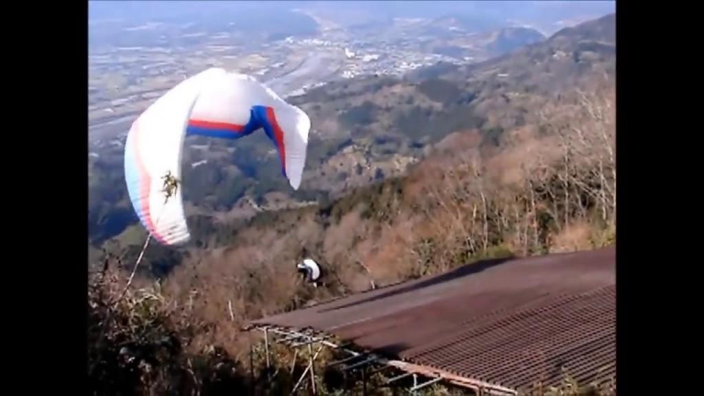 Les parapentistes kamikazes sur le site de Yamasaki au Japon
