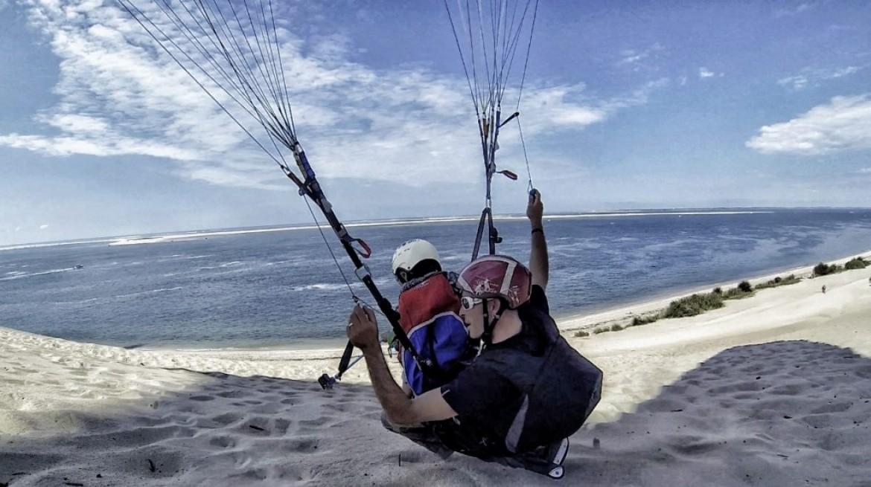 « Waggas Child » : Loulou emmène son fils voler sur la dune du Pyla