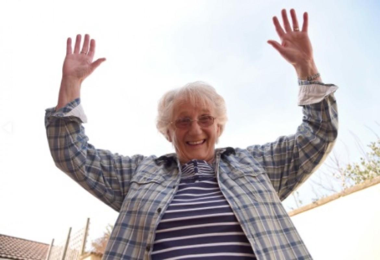 Une dame de 75 ans va sauter d'un avion pour une bonne cause