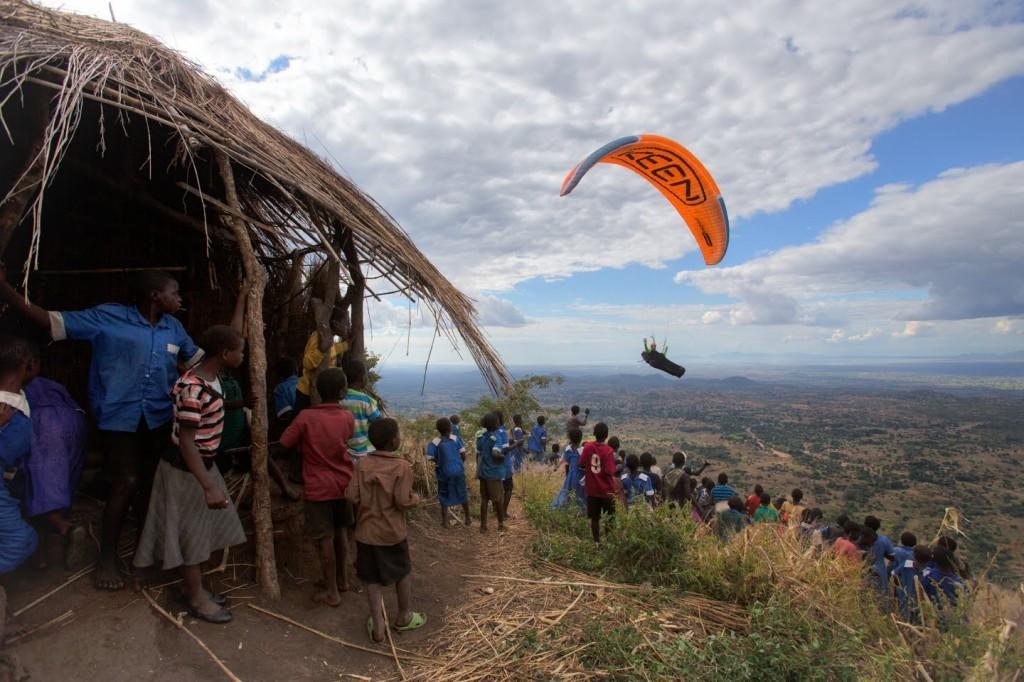 Nick Greece encourage l'activité parapente au Malawi (Afrique)