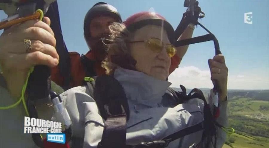 Des personnes en difficulté volent en parapente avec Para-Déclic