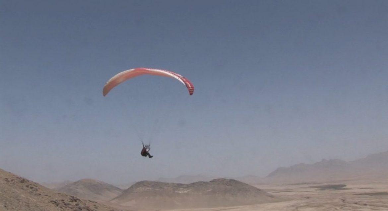 Des jeunes lancent l'activité du parapente en Afghanistan