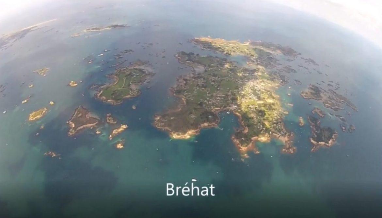Départ en parapente de la côte, destination l'ile de Bréhat (Bretagne)