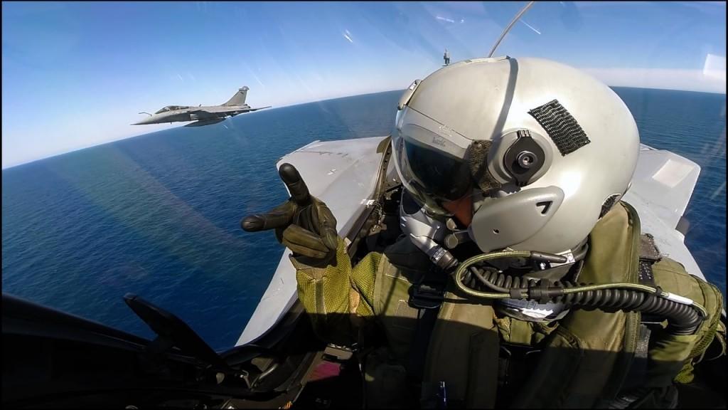 Exceptionnel de chasse sur Rafale et pilote acro sous Gradient Freestyle DE83