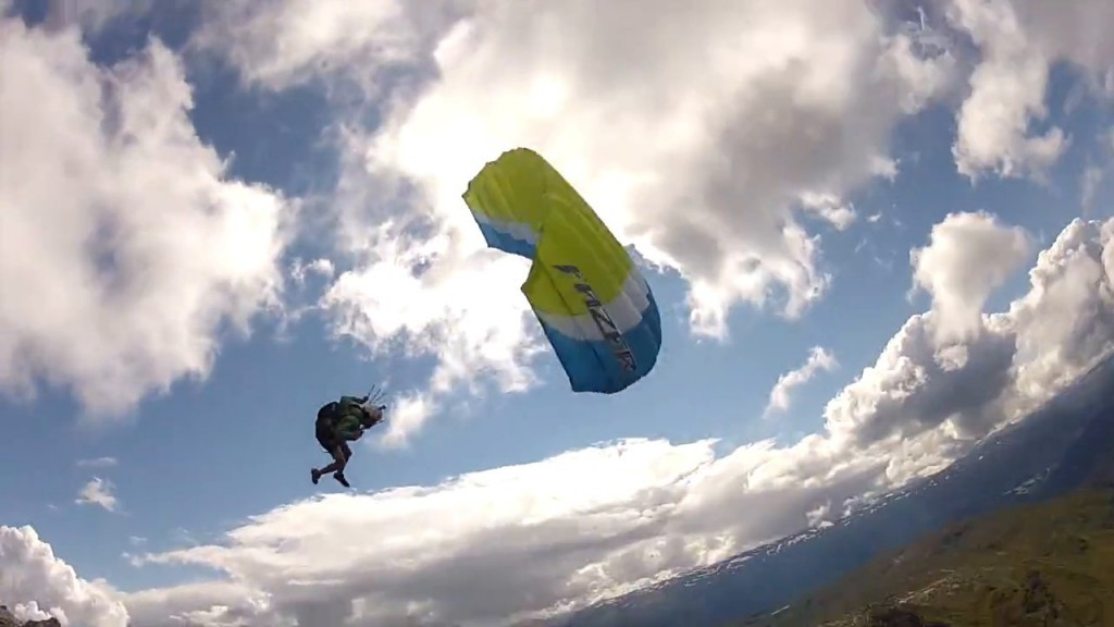 Session speed flying sur les reliefs de la côte ouest norvégienne
