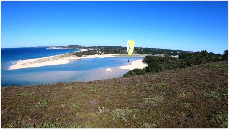 """""""Touche pas à mon spot"""", parapente et kite à Saint Pabu (Bretagne Nord)"""