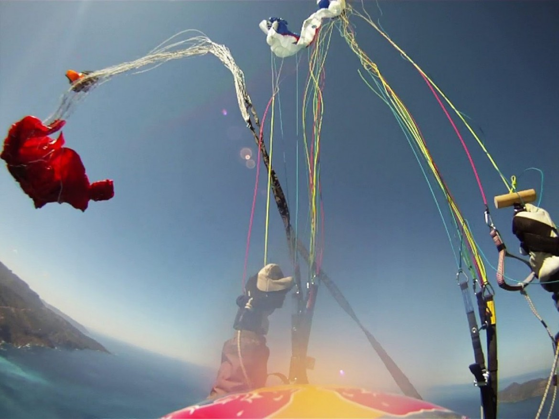 Vol acrobatique en tandem qui finit par une rupture de suspentes