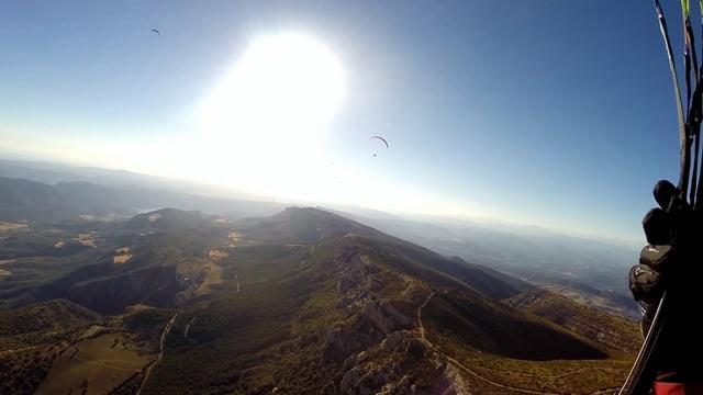 Vol sur le site parapente Ager (Espagne)