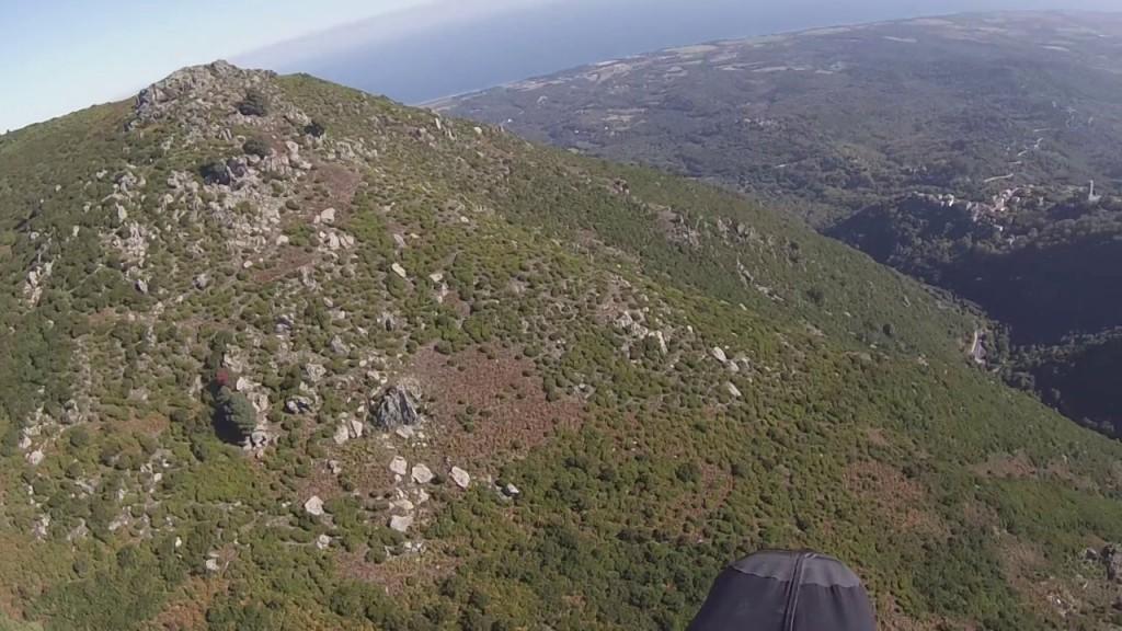 Vol sur le site parapente Cervione (Corse)