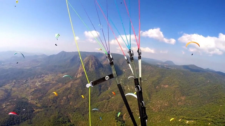 Vol sur le site parapente Valle de Bravo (Mexique)